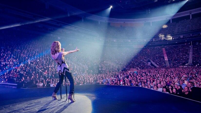 L'équipe du Centre Vidéotron et Céline Dion remercient les 75 000 spectateurs.