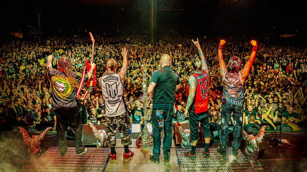 La formation Five Finger Death Punch en spectacle - photo F3 Studios