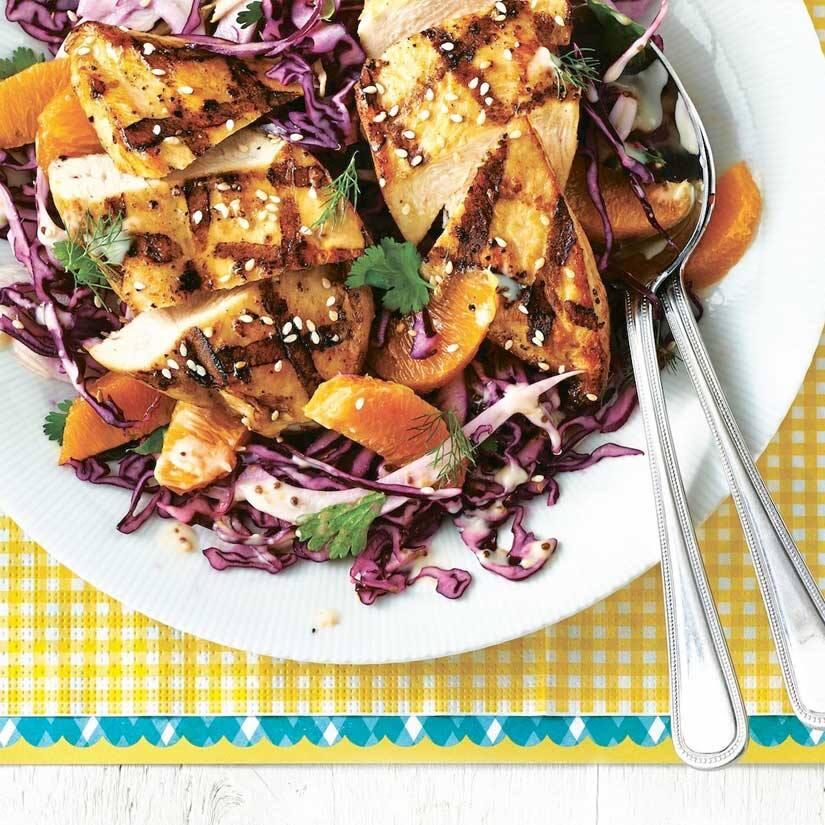 Poulet au sésame et salade de chou au fenouil et à l'orange