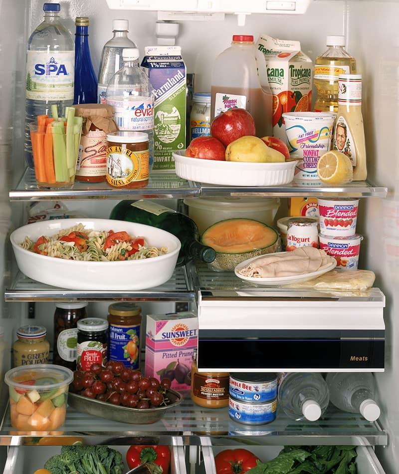 Doit-on laisser nos plats refroidir sur le comptoir avant de les mettre au frigo?