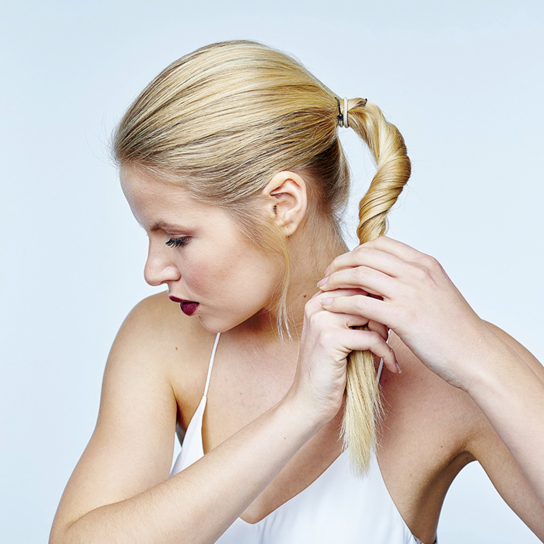 Comment faire un chignon bas | Coup de Pouce
