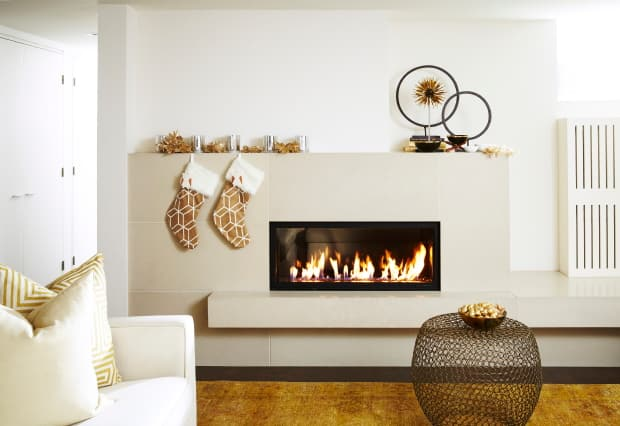 How to decorate your mantel for the holidays