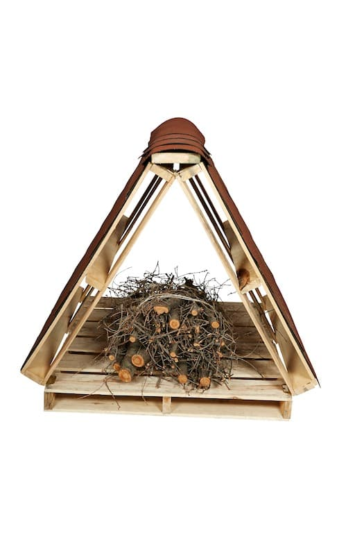 Make your own bee hotel from plywood, shingles and a bundle of sticks and twigs.
