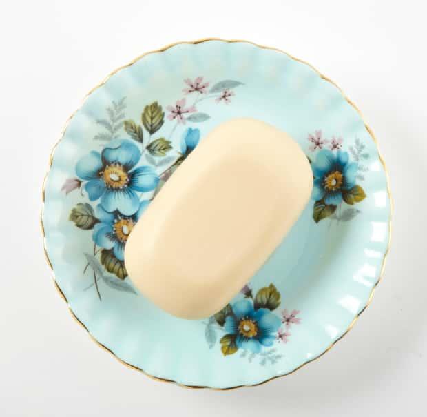 Vintage saucer soap dish