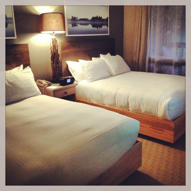 Deerhurst Resort hotel bedroom