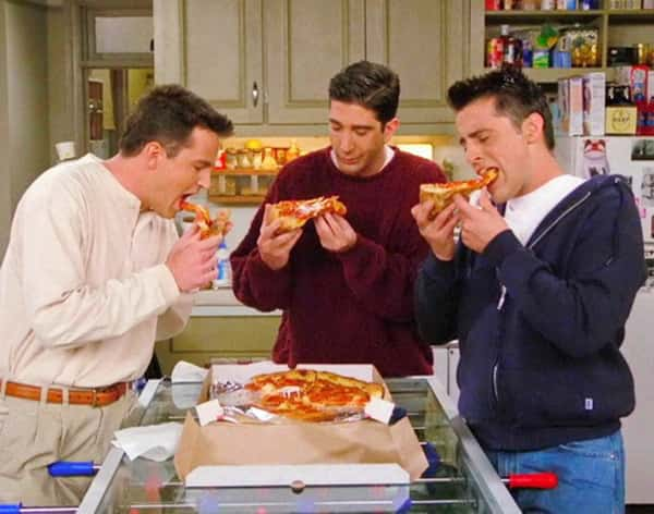 Guys eat pizza on Friends