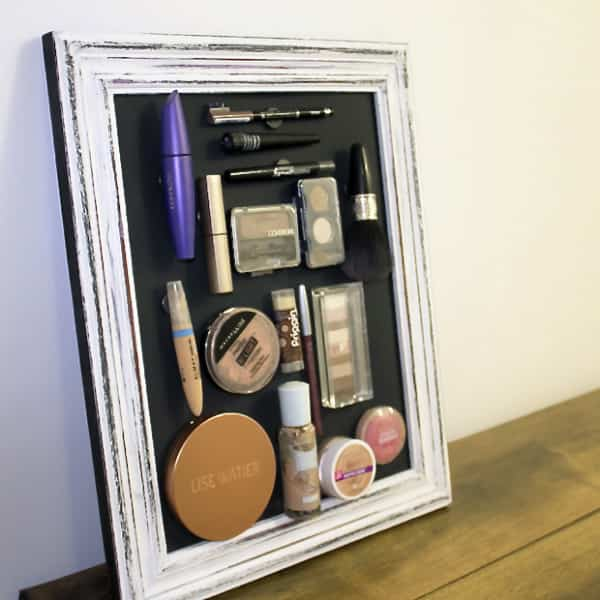 Shabby-chic magnetic makeup stand