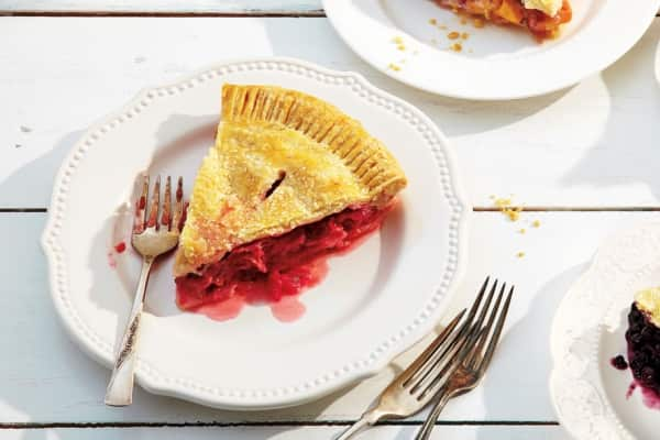 Strawberry Rhubarb Pie with Orange Zest - 6 delicious rhubarb recipes for spring