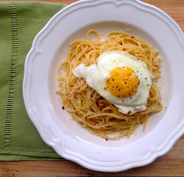 Spaghetti with olive oil and egg