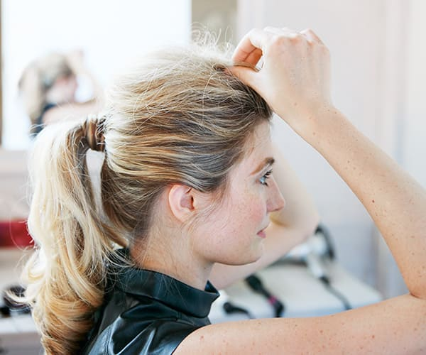 Create texture in the hair by rubbing strands