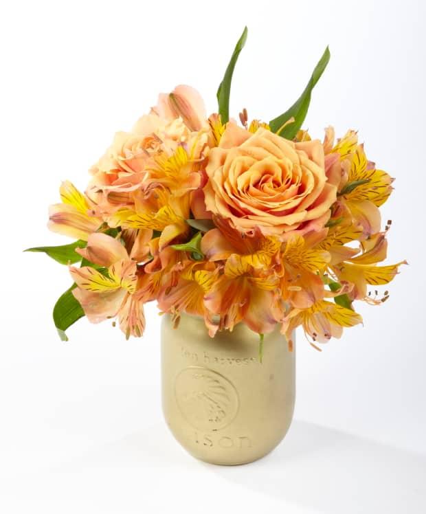 Easy monochromatic flower arrangement
