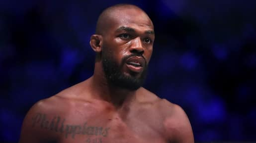 Un champion de l'UFC confronte deux vandales