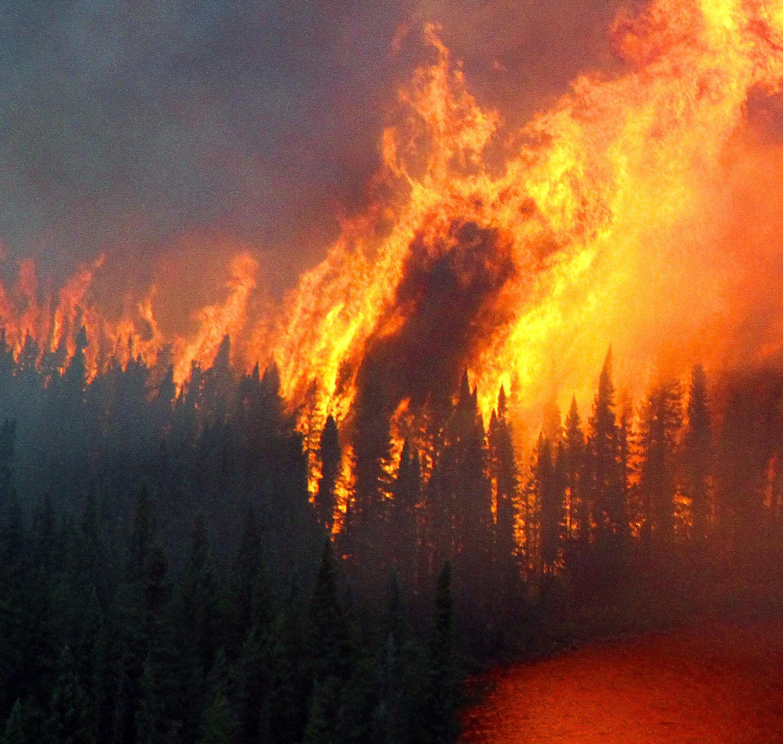 Feux de forêt: des pompiers du Québec en renfort