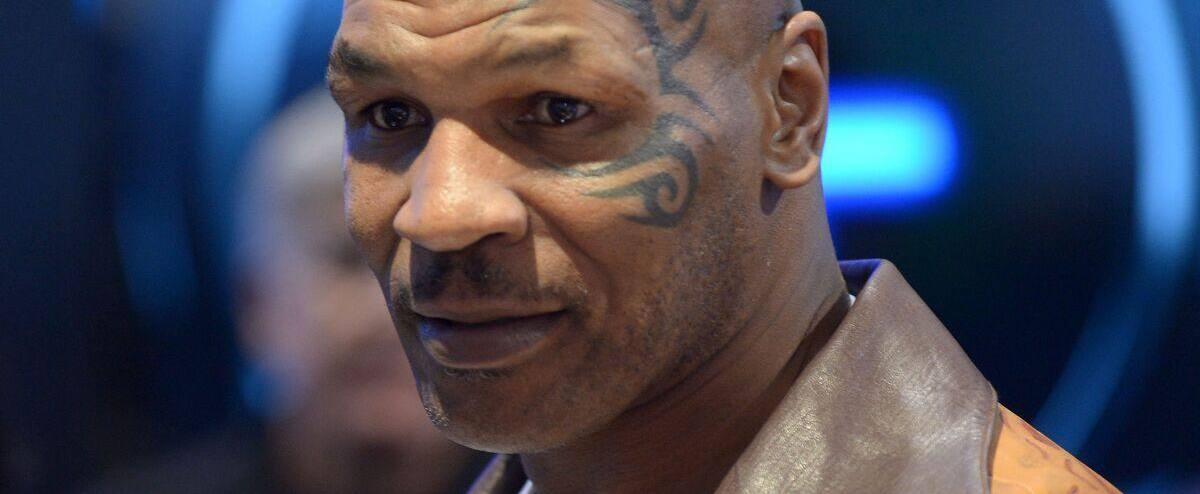 Mike Tyson «mange» la tête de Roy Jones fils | JDM