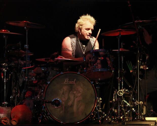 Image principale de l'article Le batteur d'Aerosmith poursuit la formation