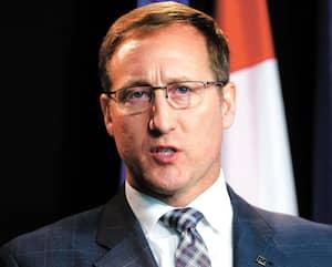 Peter MacKay, c'est un peu le Justin Trudeau de 2015 en version conservatrice bleu pâle.