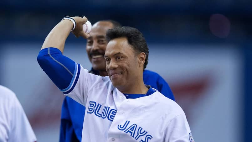 Les Blue Jays et le baseball majeur larguent Roberto Alomar