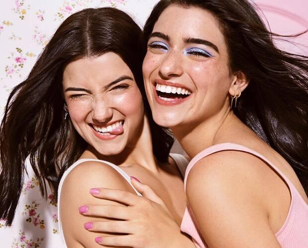 Image principale de l'article Charli et Dixie D'Amelio lancent du maquillage
