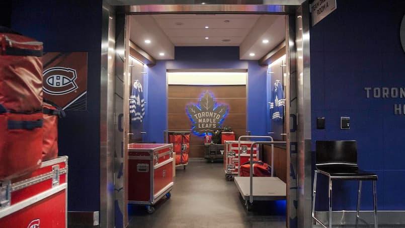 Les Canadiens... dans le vestiaire des Maple Leafs!