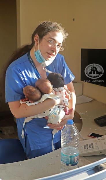 Image principale de l'article Une infirmière sauve trois bébés et émeut la toile