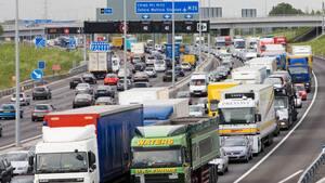 Image principale de l'article Elle tombe d'une auto en pleine autoroute