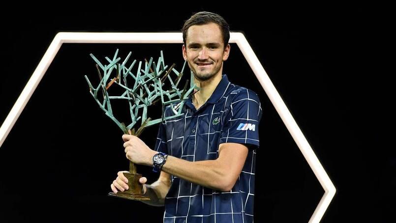 Medvedev soulève son premier trophée de l'année