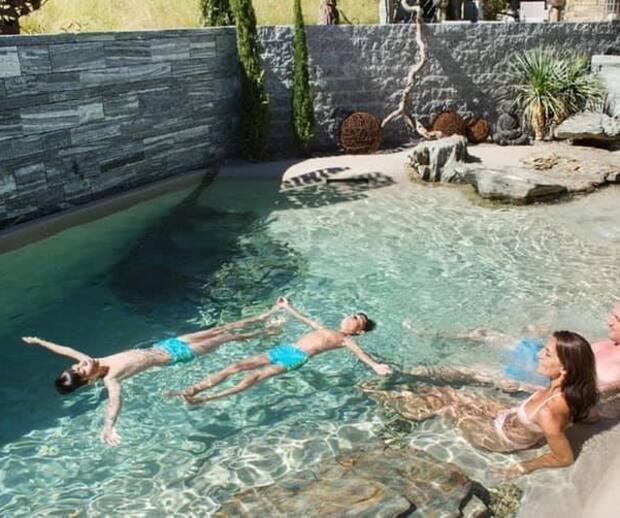 Image principale de l'article Une piscine plage pour voyager chez soi