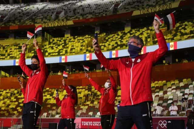 Les athlètes du Yemen défilent dans le Stade olympique.