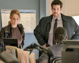 Danno et Simone (Olivier Gervais-Courchesne et Christine Beaulieu) ne s'entendent pas sur la direction à donner à l'enquête.