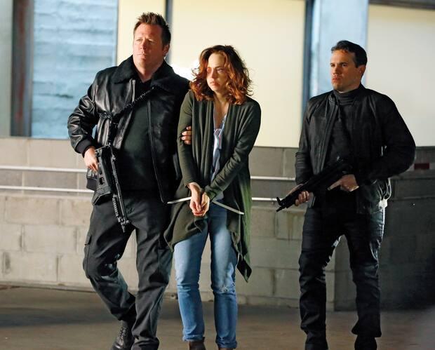 Jennifer (Fiona Dourif) se retrouve en mauvaise posture quand le plan de sa demi-sœur dérape.