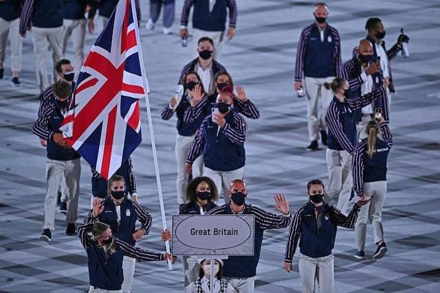 Les Britanniques font leur arrivée dans le Stade olympique de Tokyo.