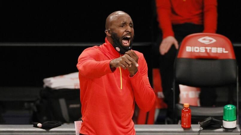 Les Hawks congédient leur entraîneur-chef