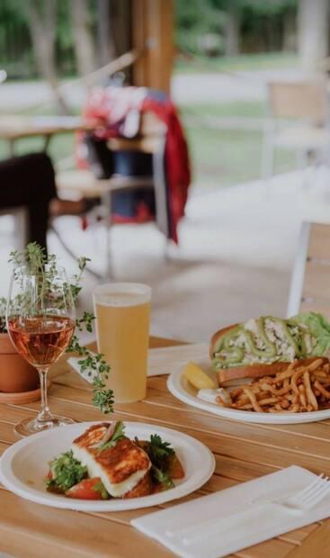 Image principale de l'article Une cantine de luxe où manger à l'Île d'Orléans