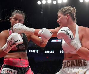 Le combat opposant Marie-Ève Dicaire à Ogleidis Suarez n'a pas soulevé les passions auprès des amateurs de boxe de Québec, samedi soir.