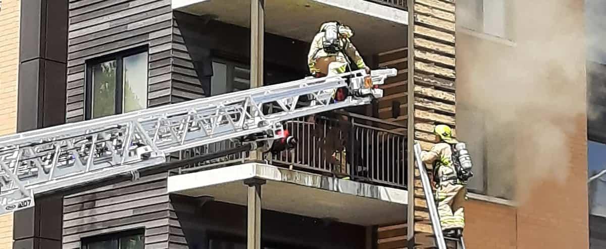 [EN IMAGES] Un incendie fait rage dans Charlesbourg