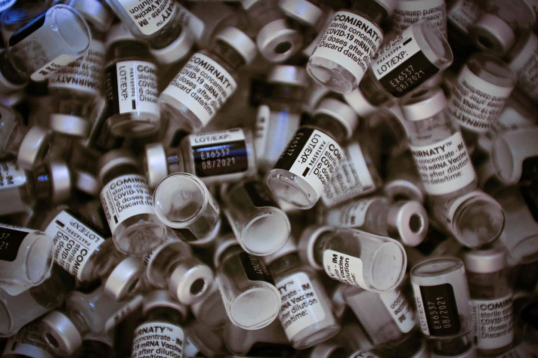 COVID-19: des millions de doses de vaccin bientôt aux poubelles?