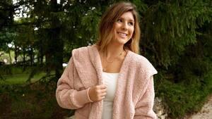 Image principale de l'article Une veste poilue oversized parfaite pour l'automne