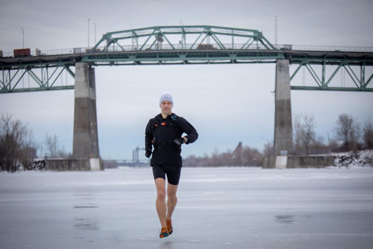 traverser le fleuve  u00e0 la course pour aller travailler