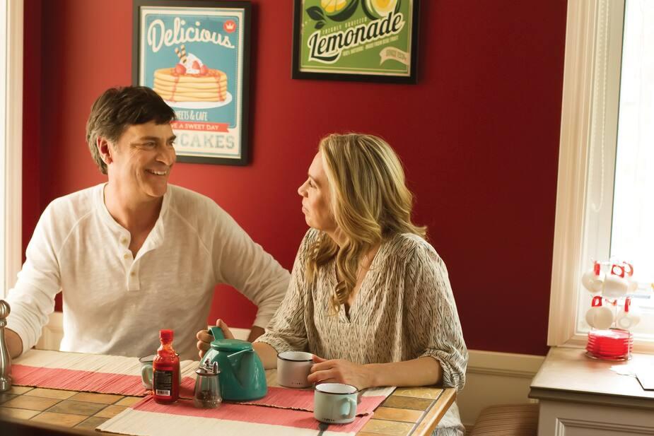 Hubert et Anne-Sophie se rencontrent par hasard à Montréal et deviennent des amis, puis des amoureux.