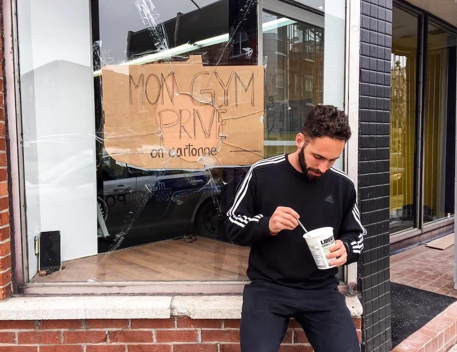 Le commerce «Mon gym privé» a été victime de 4 actes de vandalisme depuis octobre 2016. Sur la photo, l'acte de vandalisme du 23 février 2017 : vitrine fracassée avec une pierre. COURTOISIE