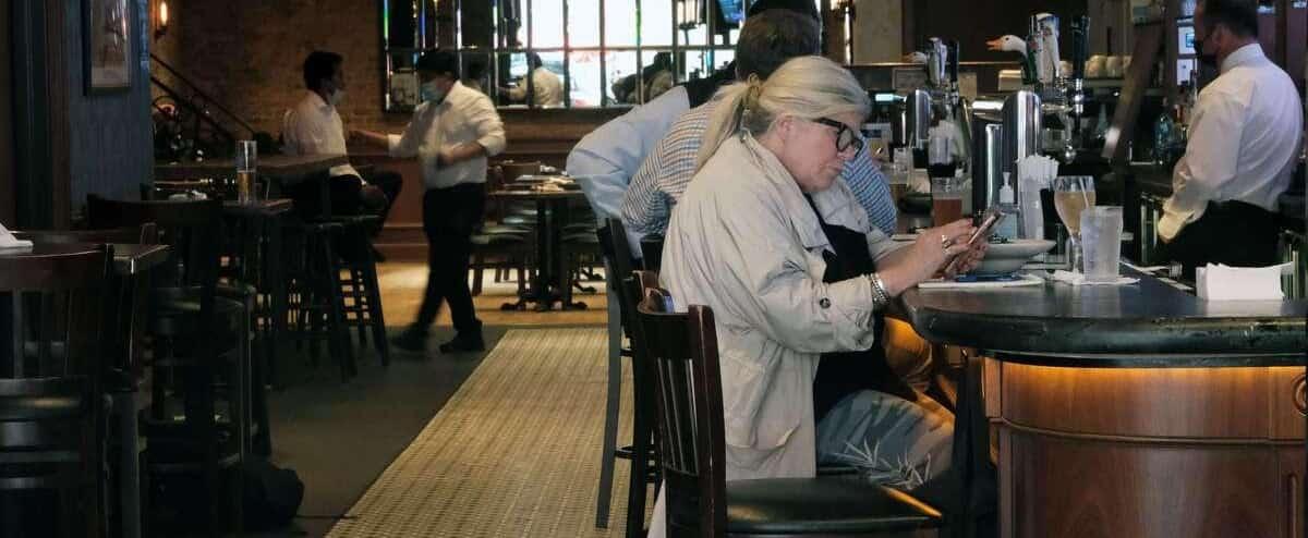L'industrie des bars mécontente des mesures sanitaires