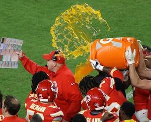 Andy Reid a eu droit à la plus belle douche de Gatorade qui soit lorsque la victoire des Chiefs a été confirmée.