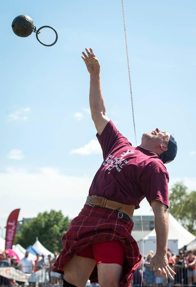 Lancer d'un poids de 56 livres à plus de 16 pieds lors des Jeux écossais de Montréal.