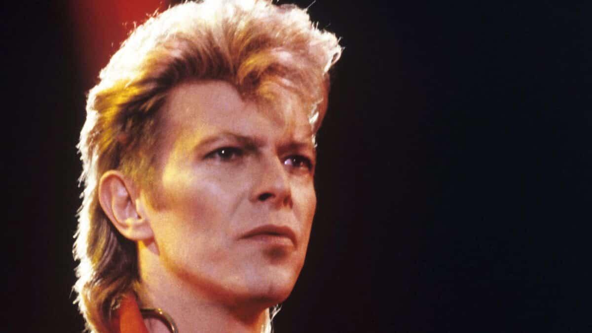 Acheté 5 dollars, un tableau peint par David Bowie estimé plus de 9 000 dollars aux enchères