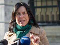Armes de poing: «un fléau» dit Valérie Plante