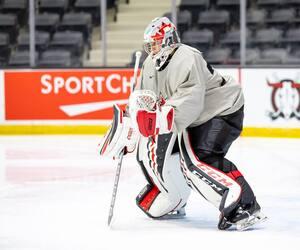 Devon Levi s'est taillé une place avec Équipe Canada junior.