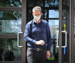 André Boisclair à sa sortie d'un centre opérationnel de la police de Montréal, le 29 mai.