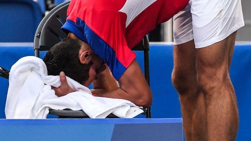 Djokovic quitte Tokyo bredouille, blessé, frustré...