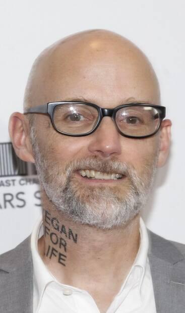 Le musicien Moby s'est fait faire un tatouage encore plus gigantesque que celui qu'il a dans le cou.