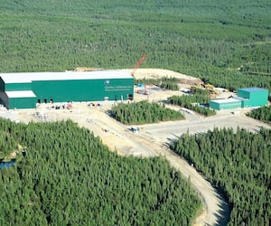 La relance de la mine North American Lithium, à La Corne, en Abitibi, est un des projets miniers de mine de lithium à l'étude. Le Québec recèle environ 2% des réserves mondiales de ce minerai.